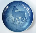 "A plate ""Deer and Fawn"""